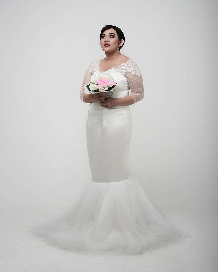 325 best curvy brides q style images on pinterest for Wedding dresses for short and curvy