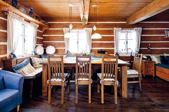 Nábytek má příjemný nádech patiny, doplňky byly pečlivě sladěné s textilem.