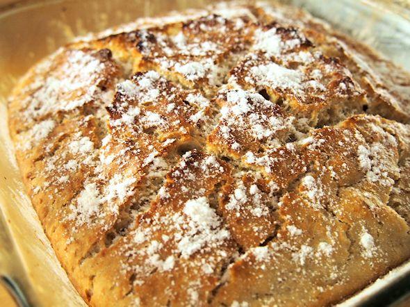 Ilman kuumassa padassa vaivaamista valmistetusta leivästä on olemassa monta versiota. Itse en useassa versiossa (niinkuin tässä) käytä pitkää esikohotusta, vaan teen leivät käyttäen enemmän hiivaa kui...