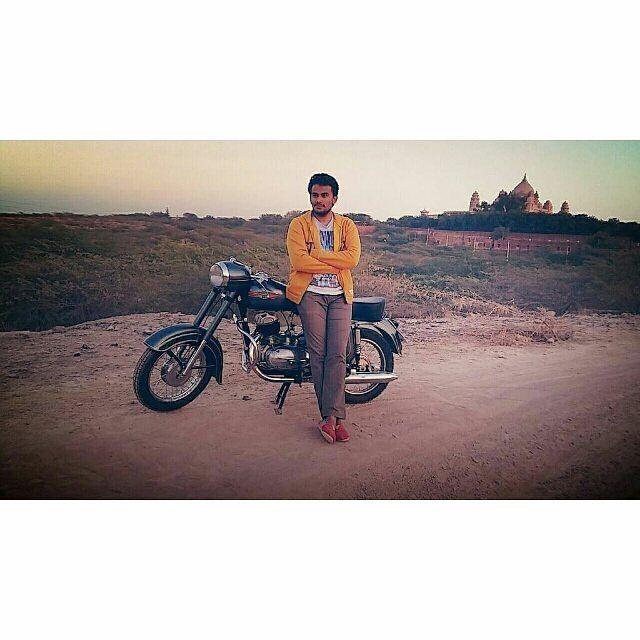 Jawa motorcycles  Photo courtesy of @1lakshya_udawat  More photos on - http://ift.tt/1MOOLiU (Link in Profile) | #jawa | #jawamotorcycles.com | #idealjawa| #2stroke | #chrome | #Cz | #biker | #motorcycles | #imtheindianbiker | #yezdi | #yjoci | #retro | #czech | #vintage | #vintagestyle |#india | #motorbike | #caferacer | #bikeporn | #instamotogallery | #dirt | #bike | #picoftheday | #gopro | #motocross | #motorcycleyard |