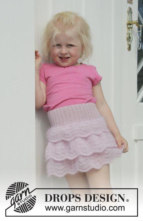 Strikket nederdel med bølgemønster, flæser og rib i DROPS Kid-Silk og DROPS Alpaca eller brug kun Safran. Til børn i størrelse 2 - 10 år.
