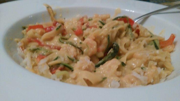 Zucchini & red pepper shrimp pasta with cream sauce