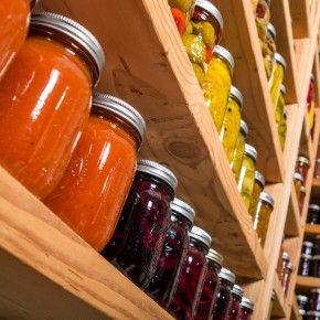 Оскільки у кожному нашому домі є холодильники, зберігання овочів у домашніх умовах вже не є проблемою. Однак, варто пам\'ятати про способи зберігання продуктів, щоб вони дарували нам свій смак якомога довше та не втрачали своєї живильної цінності.