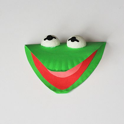 Paper Plate Kermit the Frog! Easy and fun DIY with the kids.