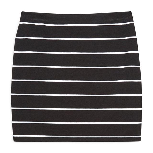 Falda Negra con Líneas Blancas  Categoría:#faldas #primark_mujer #ropa_de_mujer en #PRIMARK #PRIMANIA #primarkespaña  Más detalles en: http://ift.tt/2BiA7Wj