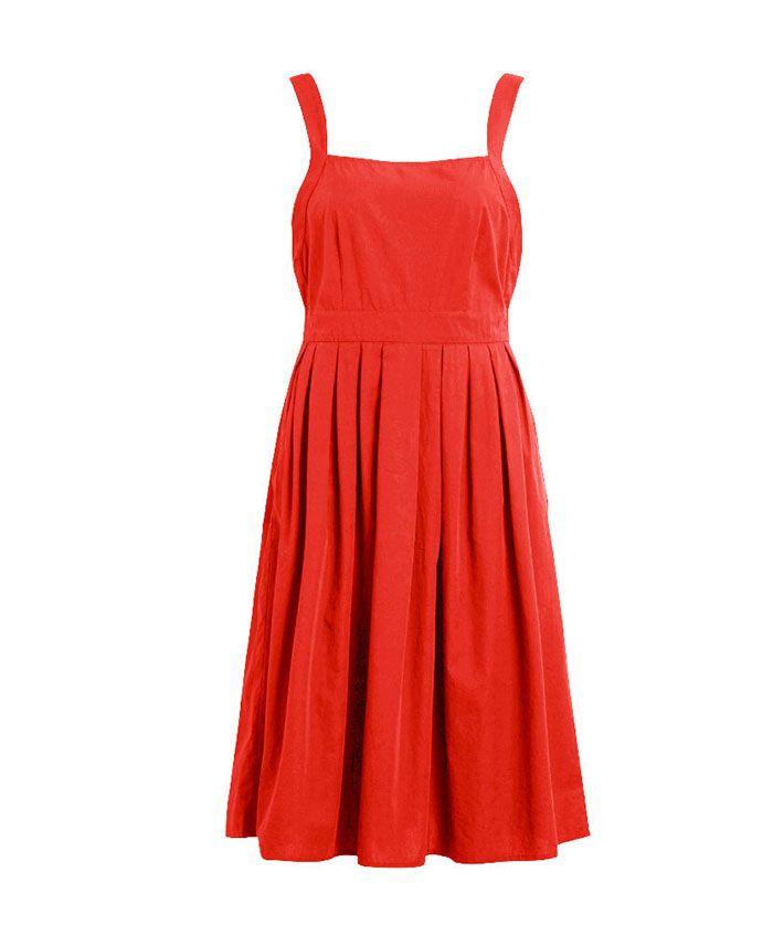 Vestido de tirante ancho con escote recto en la parte frontal y V en la espalda. El color es un rojo tirando a coral.