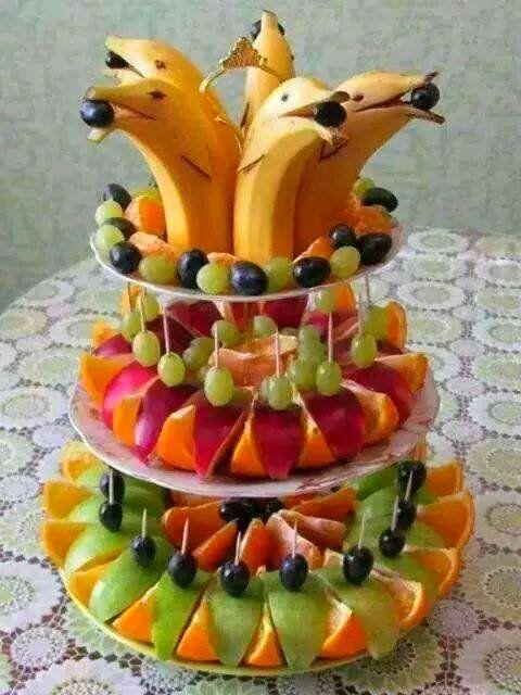 Cool Banana Dolphin Fruit Platter #Buffet #Catering #Reception Party Decoration #colour +++ Platanos en forma de Delfines bandejas de frutas torre decoracion de banquete cena invitados fiesta celebracion colorido Comida sana saludable