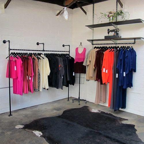 Hang your clothes insdustrial style......        pinterest     Es muy común que en casa siempre nos haga falta espacio para colgar ropa, n...
