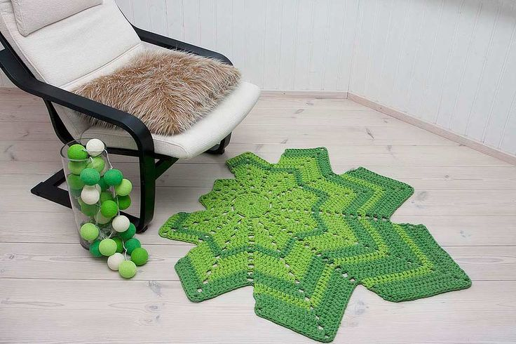 Green leaf shaped  crochet doily rug 108 x 115 cm / 42,5 x 45 inches. The rug is made of thick cotton yarn – knitted tube.