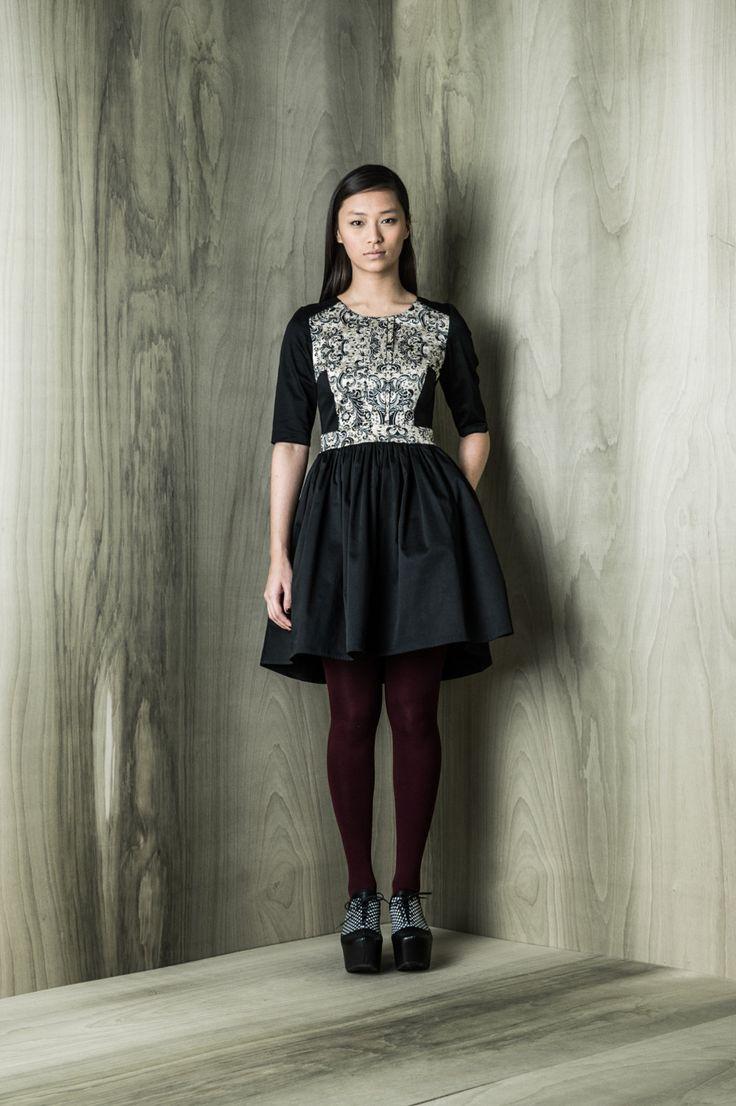 Yola dress, cotton sateen, pritn detail, side pockets