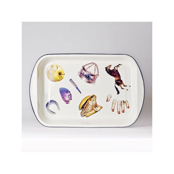 Seletti in collaborazione con Toiletpaper ,il magazine di sole immagini di Maurizio Cattelan e Pierpaolo Ferrari, disegna questa Teglia della collezione Toiletpaper. Il mix tra metallo e arte rende questa collezione unica nel suo genere, ottima per le seconde portate.