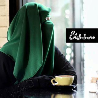 [ NIQAB PRINCESS ] Color: Forest Green . Bismillah. Koleksi terbaru dari #USHHNA dah pun release. Namanya #NiqabPrincess sebab rasa macam ala-ala pwincess gitu bila pakai sebab ada layer kat belakang yang flowy yang tak panjang sangat but tak pendek juga. Just nice! And labuh enough di depan to cover your chest sisters! . Design special kat bukaan mata so tak perlu nak tarik-tarik niqab ke bawah lagi. Sesuai untuk mereka yang berkaca mata juga. Siap ada our signature na'al metal label, very…