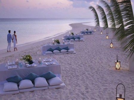 """long palm fronds in half buried vases have the look of """"sails"""" and the feel of seclusion.: At The Beaches, Idea, Beaches Wedding Receptions, Romantic Dinners, Four Seasons, Beaches Parties, Beaches Dinners, Dinners Parties, Romantic Evening"""