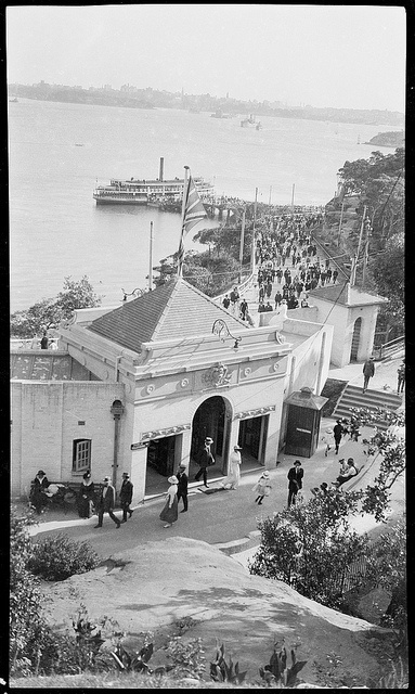 Crowds arriving at Taronga Park Zoo, Sydney (ca. 1916) via SLNSW (Flickr).