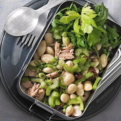 Der würzige Thunfisch macht dieses Gericht zum wahre Genuss. Hier geht es zum Rezept für: Weißer Bohnen-Salat mit Tunfisch.
