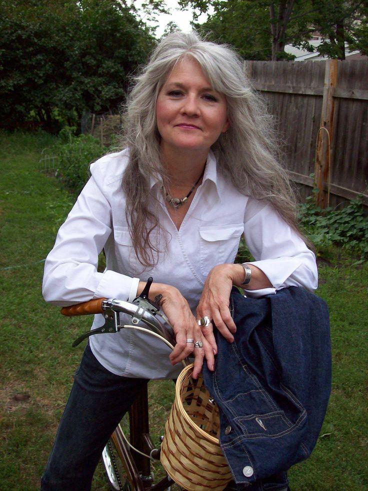 Ook een oudere vrouw kan prachtig lang haar dragen.