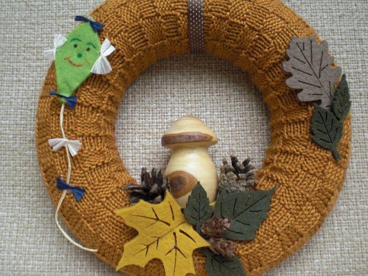 kleiner gestrickter Türkranz für den Herbst von Pfiffiges aus Heu, Wolle und Holz auf DaWanda.com