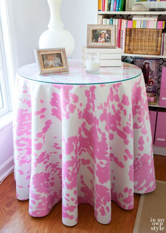 How to make a round tablecloth in a few easy steps. Really! It is a lot easier than you think. Step-by-step photo tutorial | In My Own Style