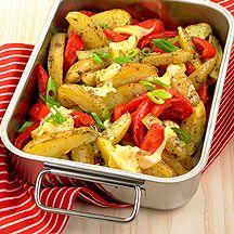Überbackene Kartoffel- und Paprikaspalten