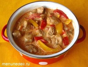 Паприкаш куриный с болгарским перцем и помидорами
