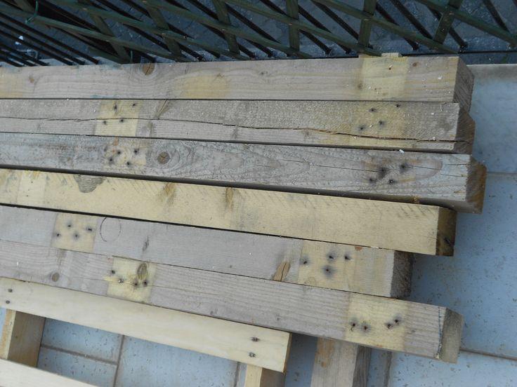 Travi legno riciclate prima della piallatura