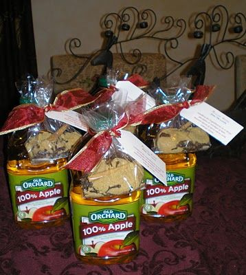 Neighbor gifts! Give ingredients for Mulled Cider, attach it to a 2 quart bottle of apple juice, then attach a note with the instructions! Recipe and instructions!