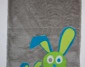 Couverture bébé en fausse fourrure, polaire et coton chapardeur maman lapin et son bébé