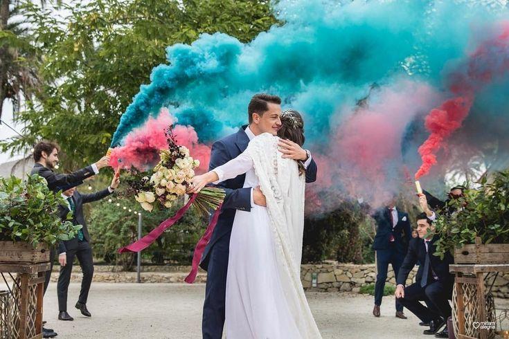 wedding decor, planner, organizacion eventos, inspiracion boda, smoke for wedding, humo colores, vestido novia, gown, headpiece, ramo, bridal bouquet | Photo by Miriam Alegria