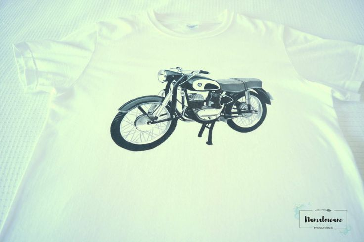 Ręcznie malowana koszulka z motorem.  #motor #motoryzacja #ręczniemalowane #namalowane #pasja #dlaniego #koszula #tshirt #prezent #gift #handpainted #motorcycle #motorbike #speed #fashion