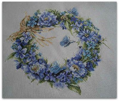 Начался декабрь, за окном наконец-то началась настоящая зима. А у меня цветы. Много, разные, летние. Дошивала, оформляла свои цветоч...