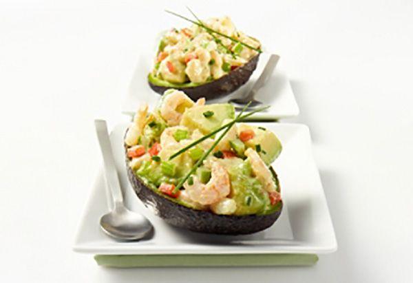 Dans un bol, déposer les crevettes. Ajouter le poivron rouge, le céleri, la ciboulette, la mayonnaise...
