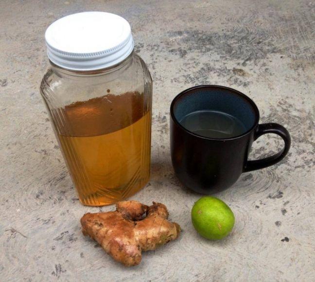 Buenos días!Un té de jengibre con miel y limón porque amanecí con la garganta rasposilla... Buenísimo remedio!Además, así estimulamos la eliminación, que es lo que el cuerpo hace en las mañanas (sacar la basura!) y arrancamos el metabolismo con muy buena gasolina. El limón…