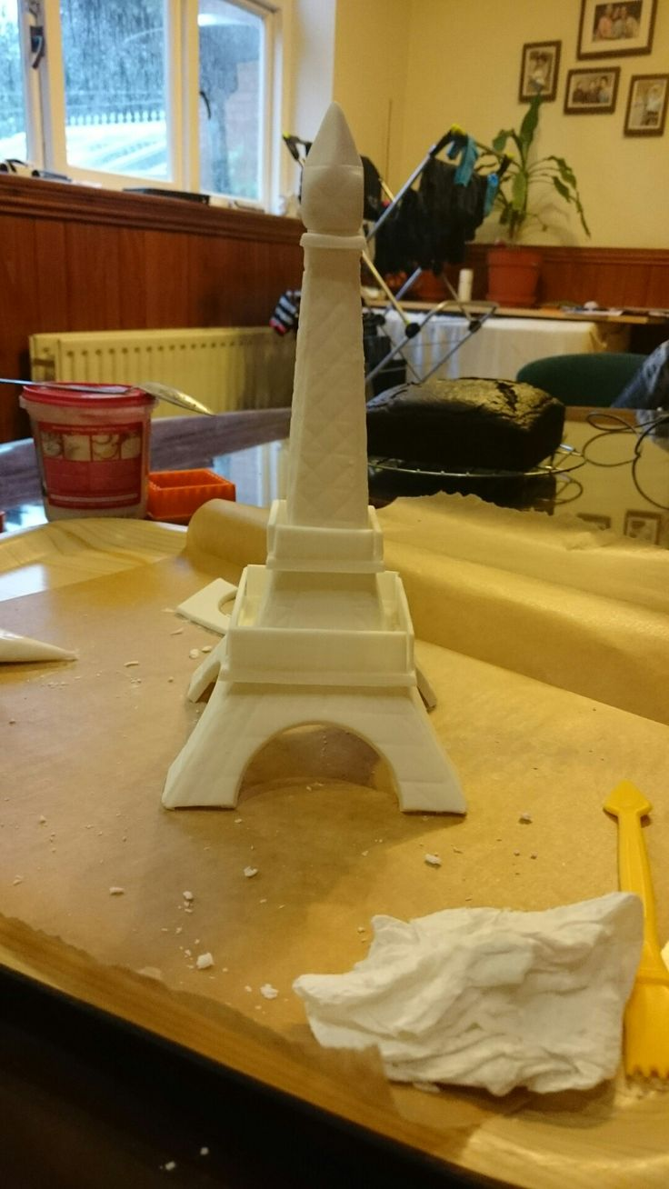 Eiffel tower in fondant