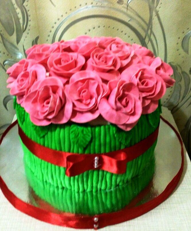 Букет роз! Шоколадный торт со сливочно творожным кремом и вишней