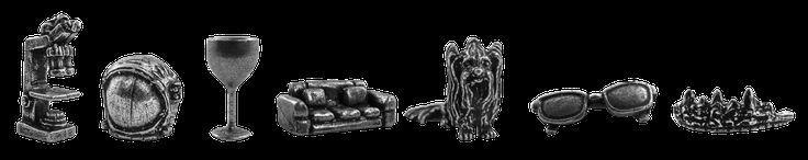 Monopoly Big Bang Theory -   Sieben exklusive Spielfiguren:  Leonards Brille, Sheldons Sofa, Howards Weltraumhelm, Rajs Hund Cinnamon, Pennys Weinglas, Amys Diadem und Bernadettes Mikroskop.