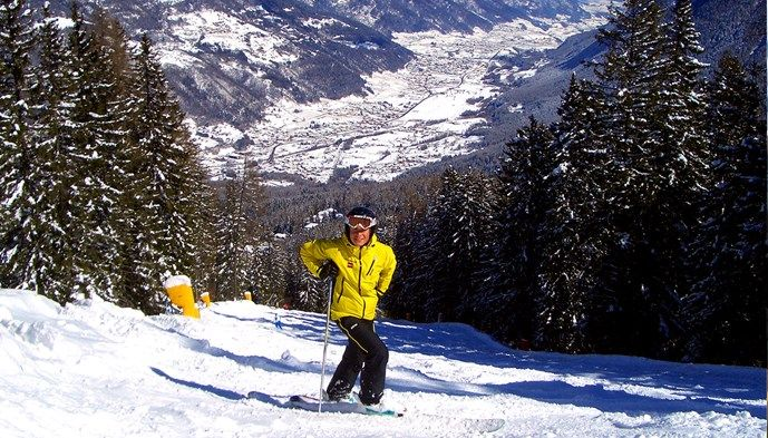 Guide i backen i Madonna. Skiing Snow winter STS Alpresor puder skidresa Alperna