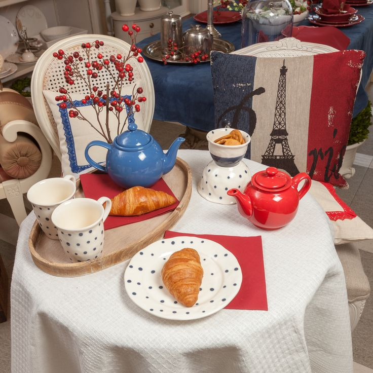 ❤️French croissants, stripy shirts, fresh baguettes, beautiful paintings, love in the air! Learn how to bring the French spirit in your home with Chic Ville!