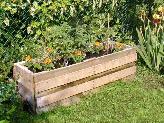 DIY:   Garden Planter Tutorial - made from pallets.  Downloadable instructions.