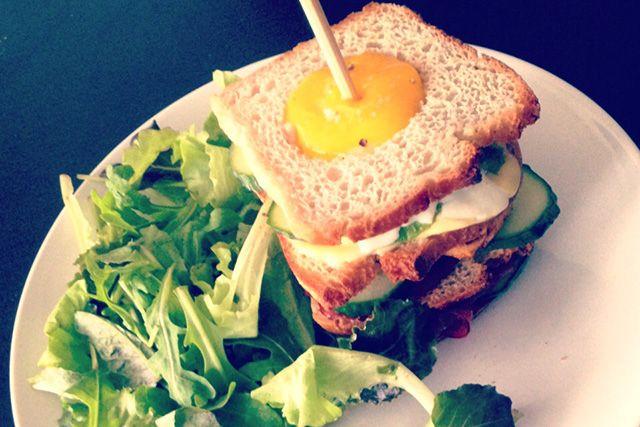 Floraa's gezonde Club sandwich recept #delicious #recipe #breakfast #lunch #egg #sandwich #gezond #ontbijt #recept #makkelijk #lekker #floraa #happy #healthy www.floraa.nl
