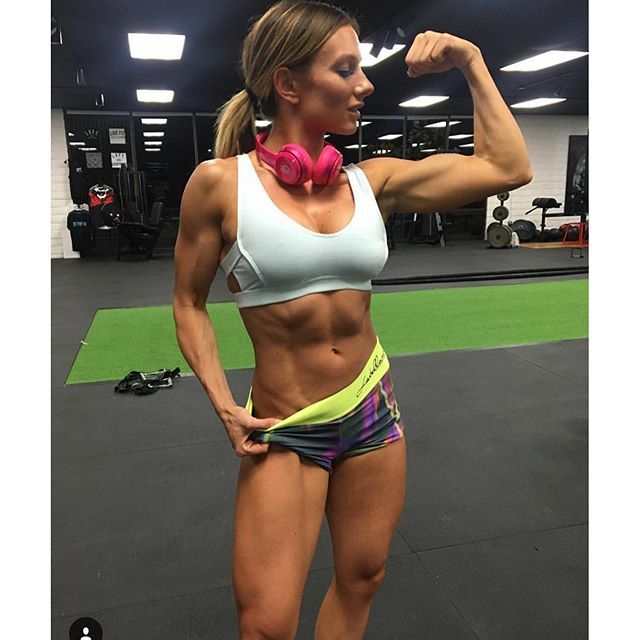 #mulpix Because fit is the new sexy! Gotta love Paige Hathaway!! #fitness #setgoals #sexy #fit #muscles