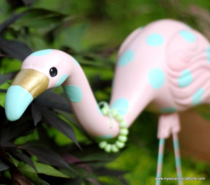 Easy Upcycled Retro Yard Flamingo Revamp - My So Called Crafty Life