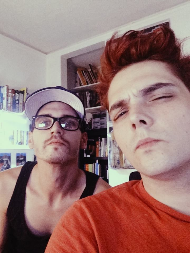 OK SO I NEED TO PIN THIS AGAIN BECAUSE MIKEY LOOKS OLDER THAN GERARD!!!! THE FUCK IS GOING ON HERE?!??!