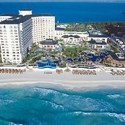 Beach wedding or honeymoon destination! JW Marriott Cancun Resort & Spa #weddings