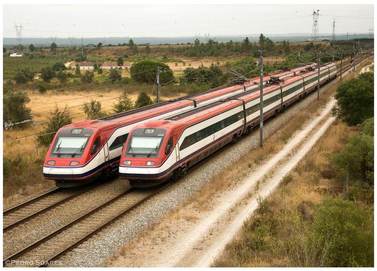 https://flic.kr/p/LVmxji | Agualva 17-08-16 | Automotoras Eléctricas  nº4002/4006, cruzamento do comboio 180 (Porto-Campanhã -> Faro) com o 182 (Faro -> Porto-Campanhã)