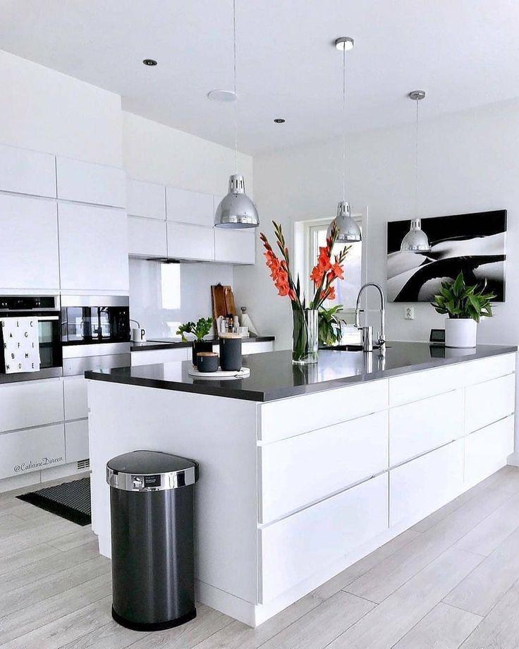 Bewerten Sie diese Küche 1-10 unten. Was mögen Sie am meisten? Weitere Inhalte unter @udarelyh … – Home Decors Ideas 2020