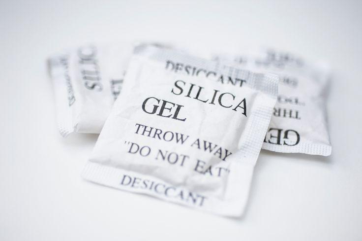 Come usare il gel di silice - Tutti i consigli utili per non sprecare le bustine di gel di silice contenute nelle scatole delle scarpe o negli imballaggi di capi e accessori appena acquistati.