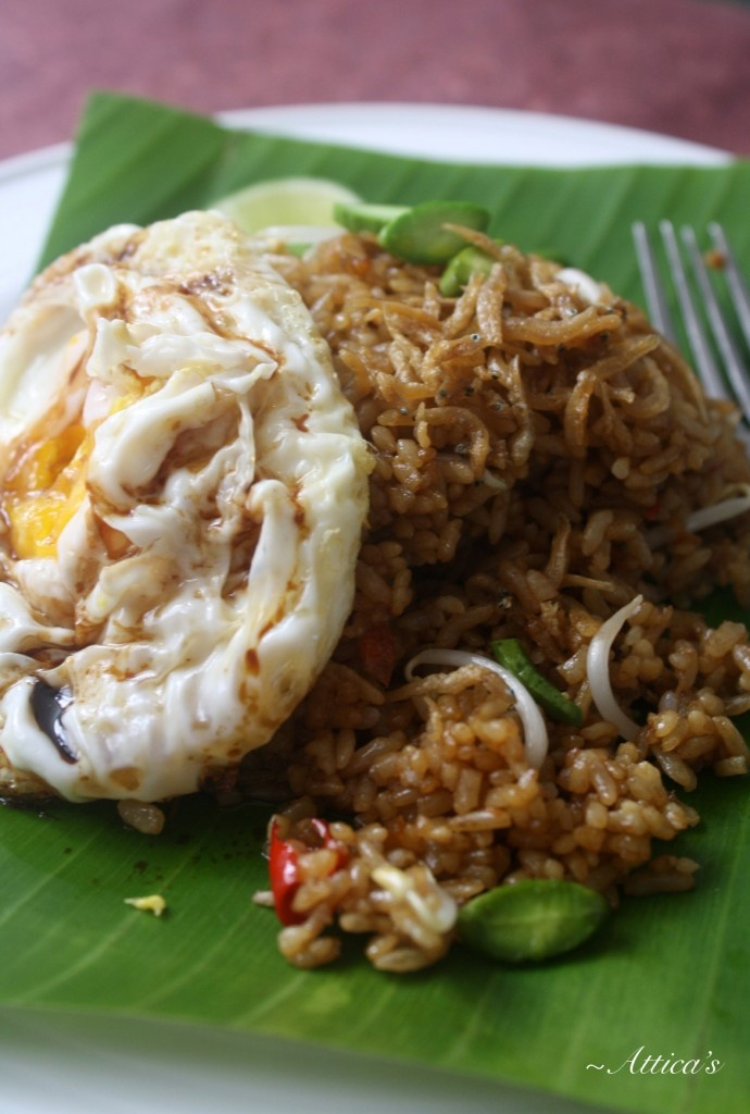 """It's called """"Nasi Goreng""""!! President of America really likes this food very much. He said Nasi Goreng is one of the best food in the world. Thank you sir! Love Indonesia"""