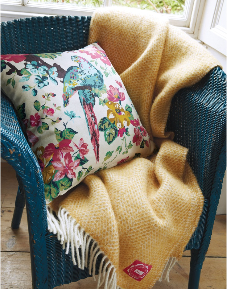 CUSHIONSUNBIRD Sunbird Floral Cushion