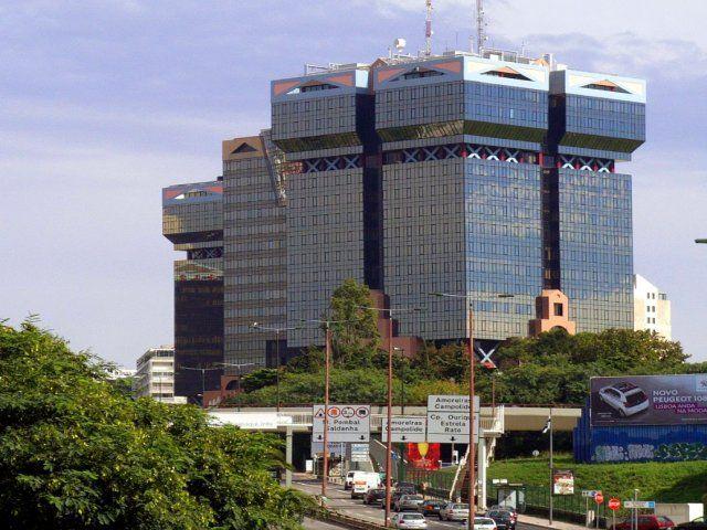 O Miradouro das Amoreiras, em construção desde o final de 2015, é inaugurado no próximo dia 29 de Abril. O novo espaço a 174 metros de altura fica situado na Torre 1 e oferece uma vista panorâmica de 360º sobre a cidade de Lisboa. A partir das 10h, será possível subir ao topo da torre…