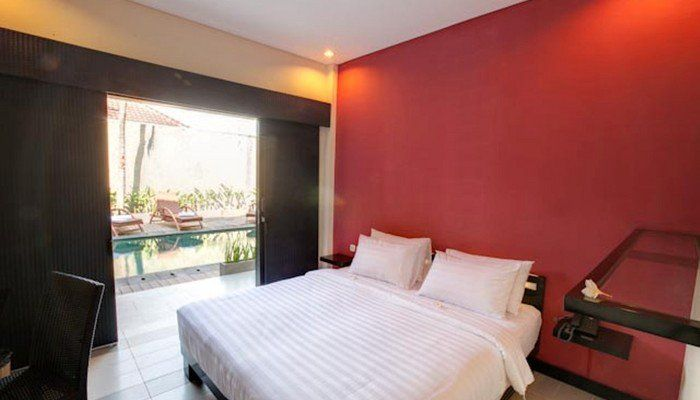 Perfect hotel to stay for backpackers in Legian, Zuk located in the quite place, away from the city, Zuk has 33 room with a modern minimalist style room, with a toilet, desk, and some room has a pool view, air-conditioned, tv. Affordable hotel for you to stay.    http://www.zocko.com/z/JGXLI